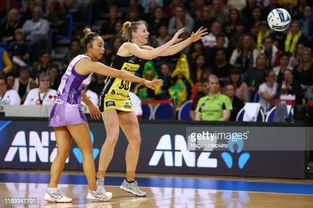 Katrina Rore of the Pulse and Mila ReueluBuchanan of the Stars compete for the ball during the ANZ Premiership Netball Final between the Pulse and...