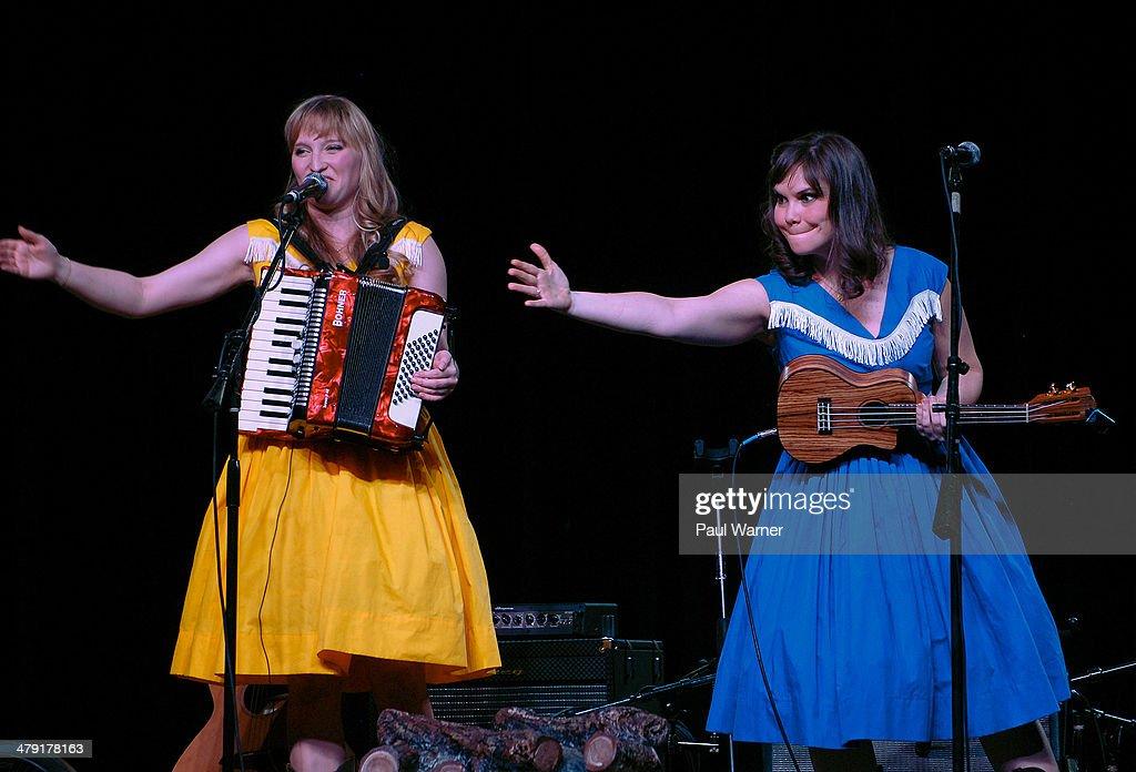 Les Claypool Qith Duo De Twang In Concert - Detroit, MI Photos and ...