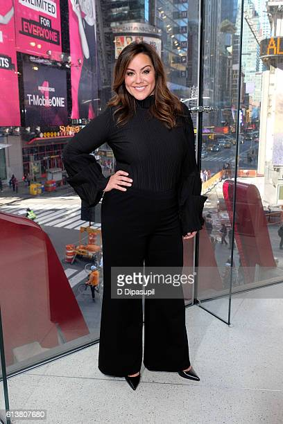 Katy Mixon visits Extra at their New York studios at HM in Times Square on October 10 2016 in New York City