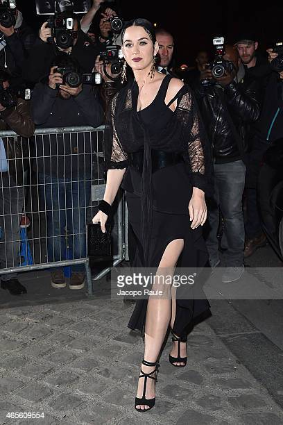 Katy Perry arrives at Givenchy Fashon Show during Paris Fashion Week Fall Winter 2015/2016 on March 8 2015 in Paris France