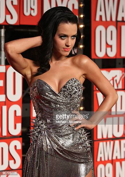 Katy Perry arrives at the 2009 MTV Video Music Awards at Radio City Music Hall on September 13 2009 in New York City