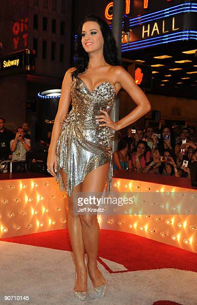 Katy Perry arrives at the 2009 MTV Video Music Awards at Radio City Music Hall on September 13, 2009 in New York City.