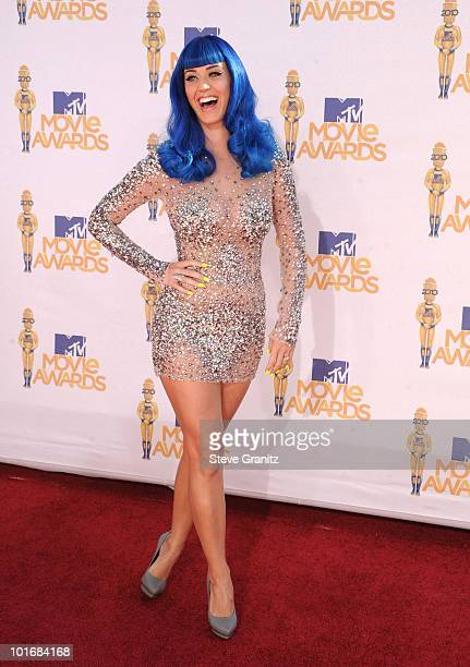 Katy Perry arrives at the 2010 MTV Movie Awards at Gibson Amphitheatre on June 6, 2010 in Universal City, California.
