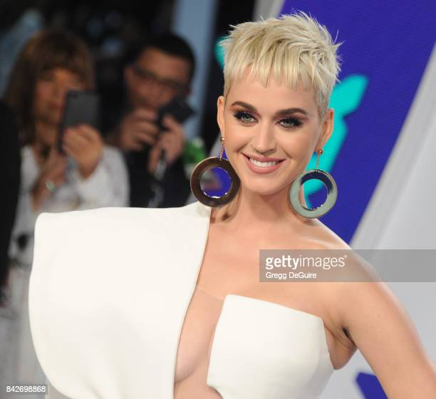 Katy Perry arrives at the 2017 MTV Video Music Awards at The Forum on August 27 2017 in Inglewood California