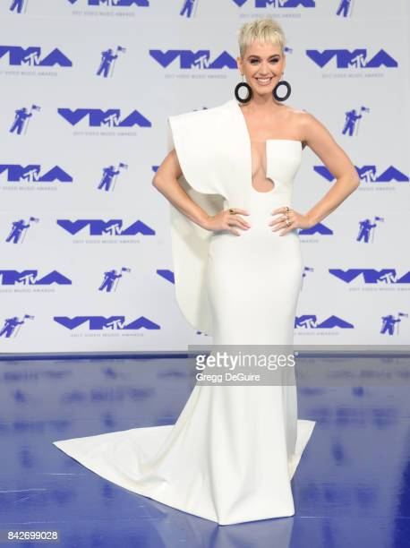 Katy Perry arrives at the 2017 MTV Video Music Awards at The Forum on August 27, 2017 in Inglewood, California.