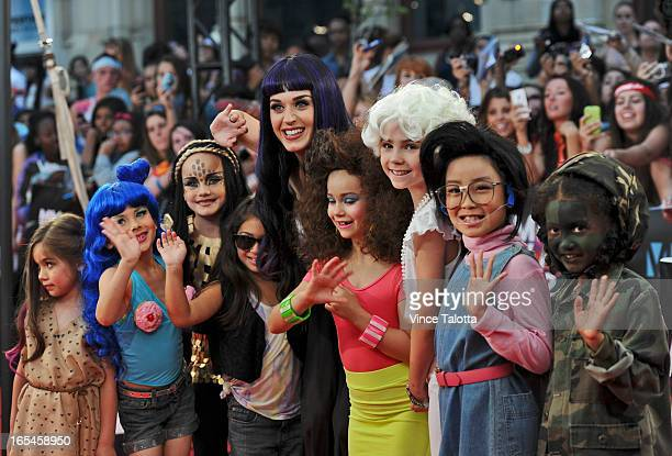Katy Perry arrives on the red carpet with her mini Katy's at the 2012 MMVAs Sunday June 17 2012 VINCE TALOTTA/TORONTO STAR