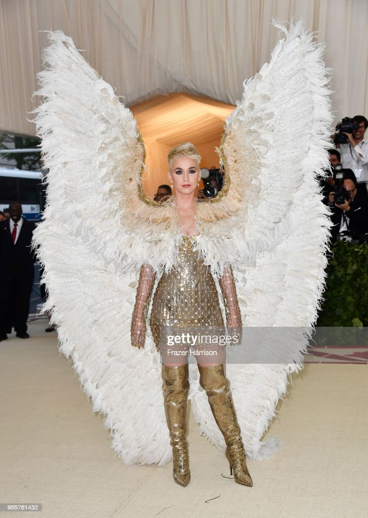 Heavenly Bodies: Fashion & The Catholic Imagination Costume Institute Gala : ニュース写真