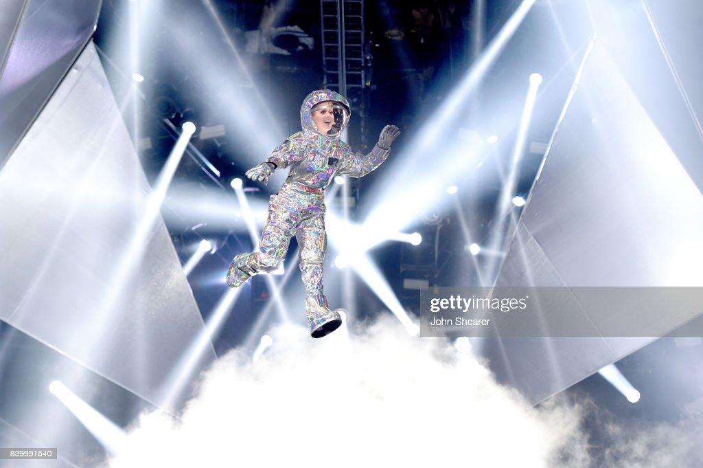 2017 MTV Video Music Awards - Roaming Show : News Photo
