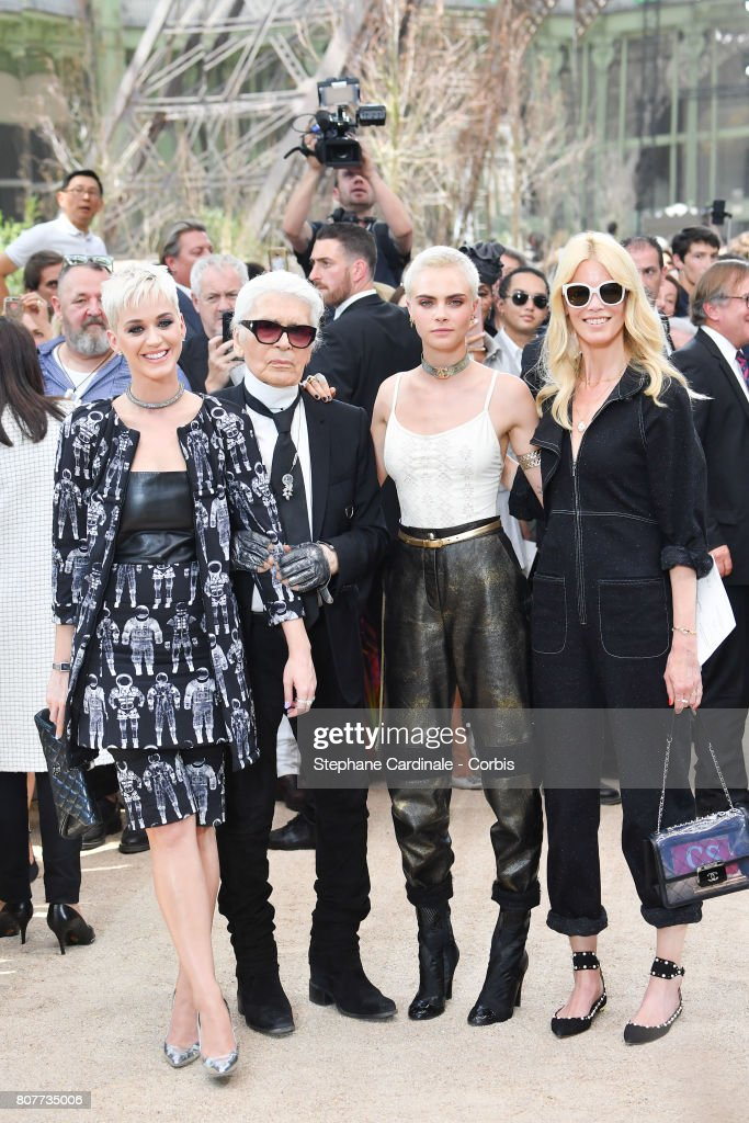 Chanel : Front Row - Paris Fashion Week - Haute Couture Fall/Winter 2017-2018 : News Photo