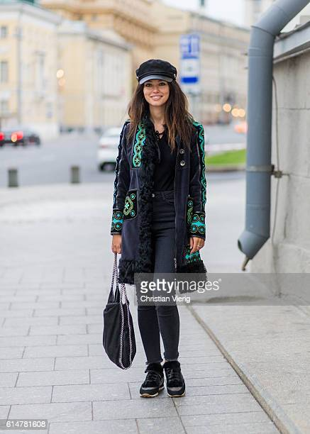 Katy Yanok wearing a Stella McCartney bag Marc Jacobs hat a Oysho body Brunello Cochinelli sneaker vintage coat from her grandmother on October 14...
