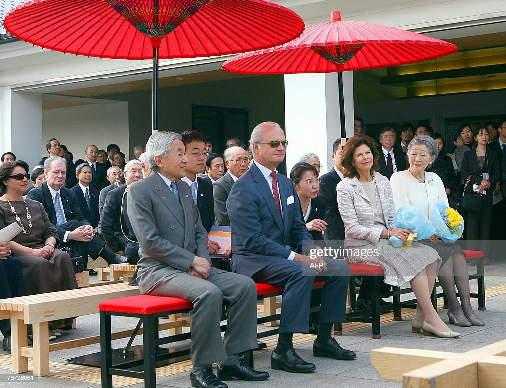 (L-R) Japanese Emperor Akihito, Swedish... : News Photo