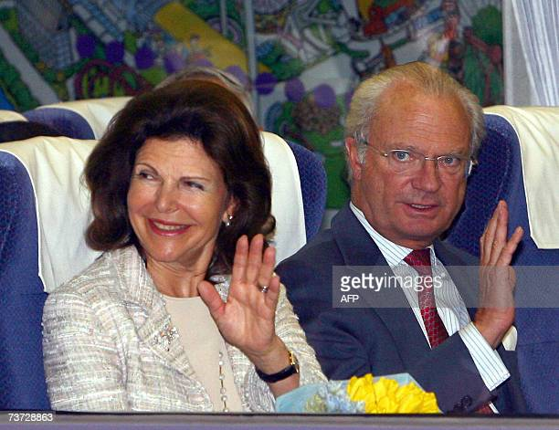 Swedish King Carl XVI Gustaf and Queen Silvia wave to wellwishers seeing them off at Hon Kawagoe Station following their oneday excursion to Kawagoe...