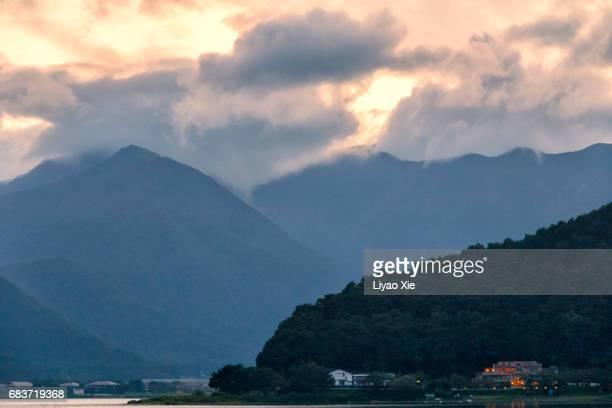 kawaguchiko lake - liyao xie stock-fotos und bilder