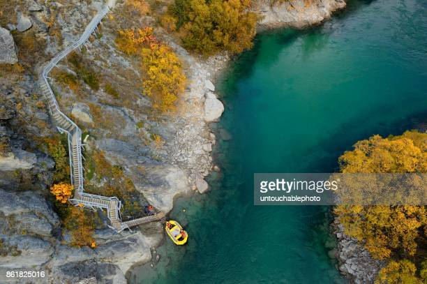 kawarau river in autumn, south island, new zealand - queenstown stock pictures, royalty-free photos & images