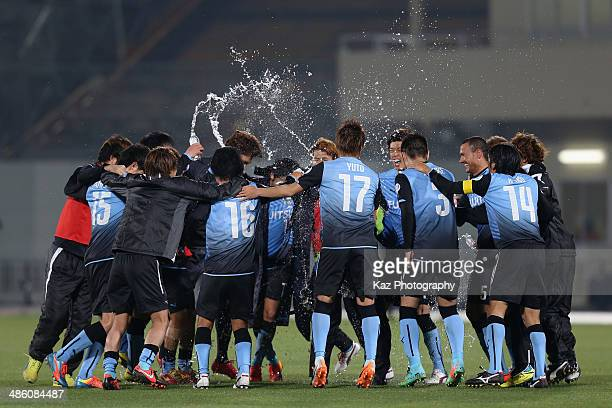 Kawasaki Frontale players celebrate the win after the AFC Champions League Group H match between Kawasaki Frontale and Ulsan Hyundai at Todoroki...