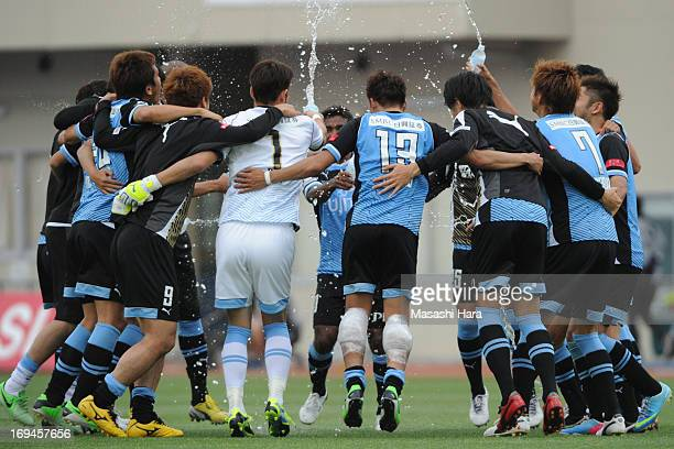 Kawasaki Frontale players celebrate the win after the JLeague match between Kawasaki Frontale and Albirex Niigata at Todoroki Stadium on May 25 2013...