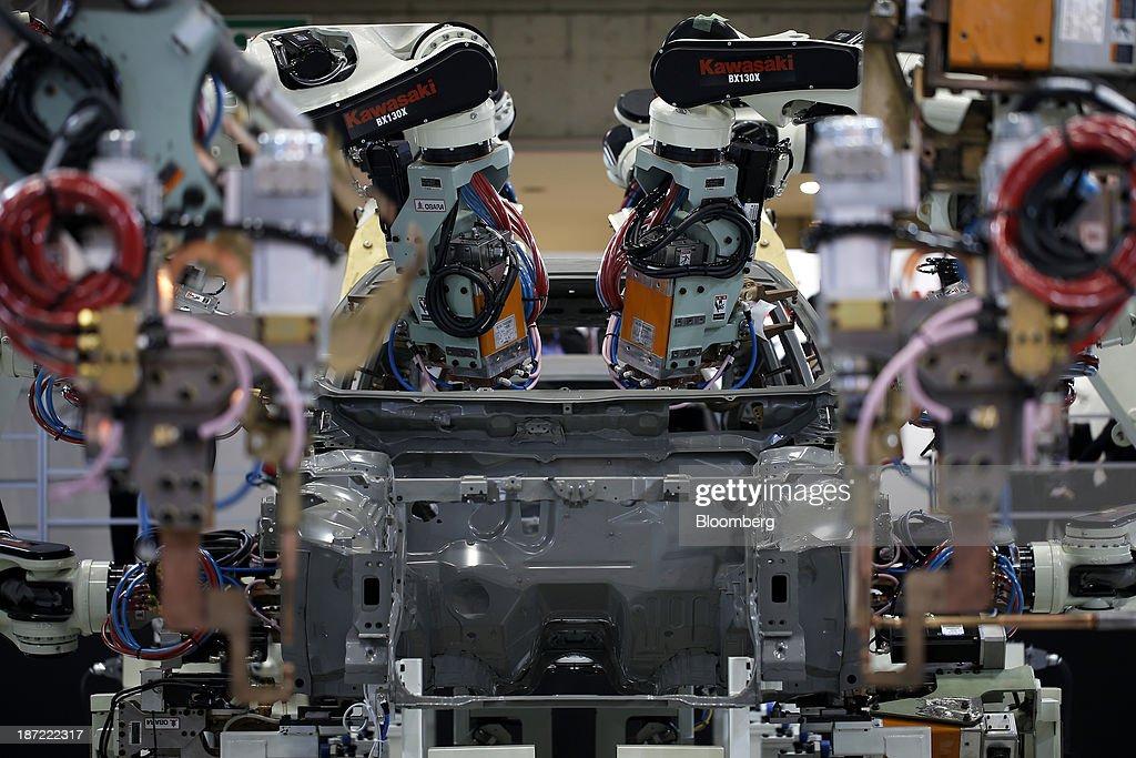 Kawasaki Heavy Industries Ltd 's body assembly robots