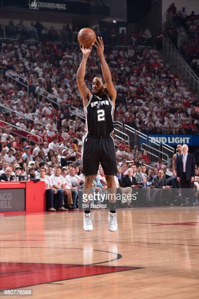Kawhi Leonard of the San Antonio Spurs shoots the ball against the Houston Rockets in Game Four of the Western Conference Semifinals during the 2017...