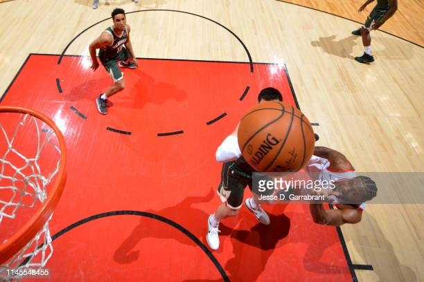 Kawhi Leonard of the Toronto Raptors shoots the ball against the Milwaukee Bucks during Game Four of the Eastern Conference Finals of the 2019 NBA...