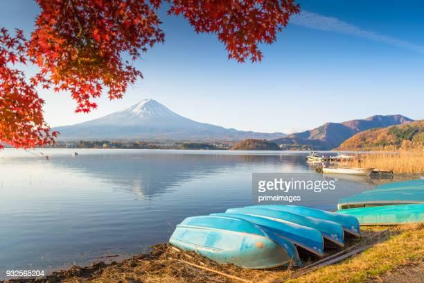 kayak boat in kawaguchiko lake at fuji mountain - saitama prefecture stock pictures, royalty-free photos & images