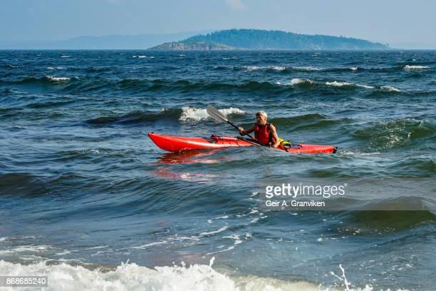 kayak paddling - verwaltungsbezirk buskerud stock-fotos und bilder