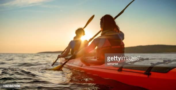 kayaker rowing in sea - kayak foto e immagini stock