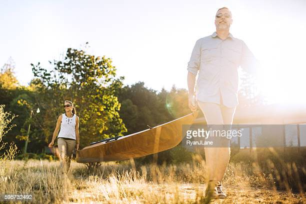 kayaking couple in the pacific northwest - puget sound stock pictures, royalty-free photos & images