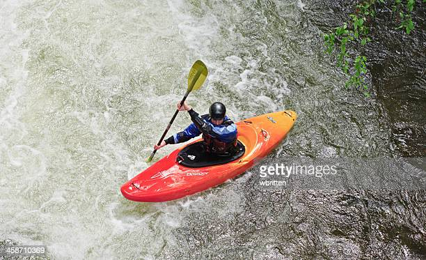 kayaking in the smoky mountains - stroomversnelling stockfoto's en -beelden