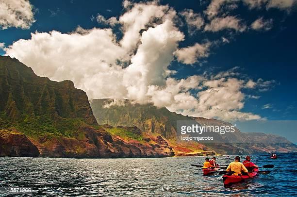 kayaking na pali coast - na pali coast stock photos and pictures