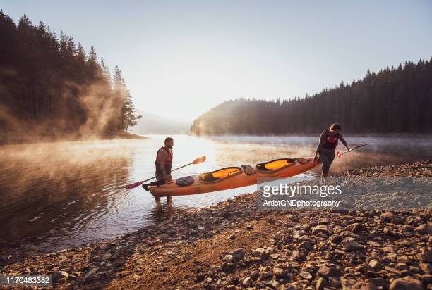 kayaking on mountain lake. - kayak foto e immagini stock