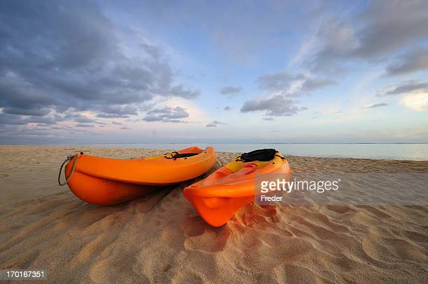 kayaks on beach - canoe stock pictures, royalty-free photos & images