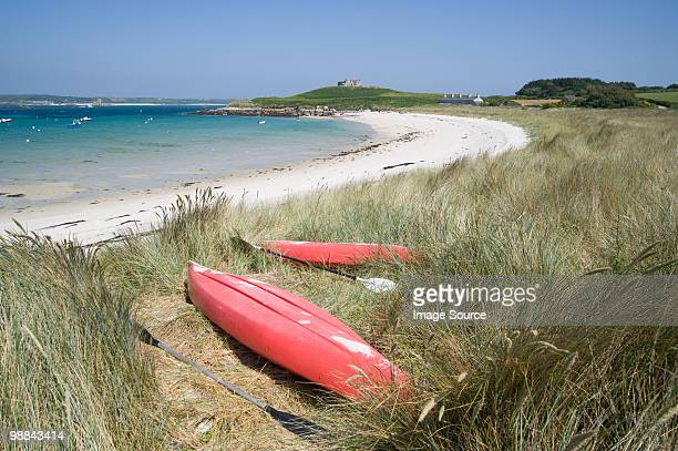 kayaks on old grimsby beach on tresco - isles of scilly stock pictures, royalty-free photos & images