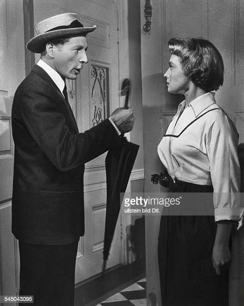 Kaye Danny Actor USA * Scene from the movie 'Knock on Wood'' with Mai Zetterling Directed by Melvin Frank Norman Panama USA 1954 Vintage property of...