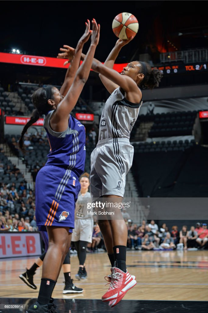 Kayla Alexander #40 of the San Antonio Stars shoots the ball against the Phoenix Mercury on May 19, 2017 at AT&T Center in San Antonio, Texas.