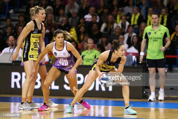 Kayla Cullen of the Stars and Whitney Souness of the Pulse compete for the ball during the ANZ Premiership Netball Final between the Pulse and the...