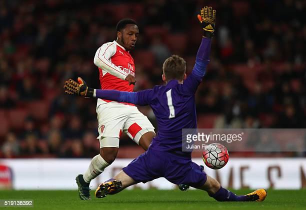 Kaylen Hinds of Arsenal shoots but has his shot saved by Daniel Grimshaw of Man City during the FA Youth Cup semifinal second leg match between...