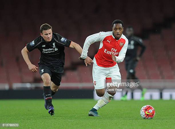 Kaylen Hinds of Arsenal takes on Herbie Kane of Liverpool during the match between Arsenal U18 and Liverpool U18 in the FA Youth Cup 6th round at...