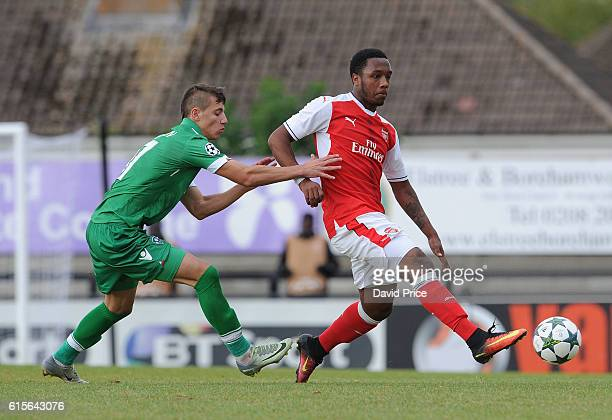 Kaylen Hinds of Arsenal takes on Tomas Tsvyatkov of Ludogorets during the match between Arsenal and Ludogorets Razgrad in the UEFA Youth League at...