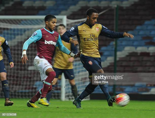 Kaylen Hinds of Arsenal under pressure from Djair ParfittWilliams of West Ham during match between West Ham United U21 and Arsenal U21 at Boleyn...