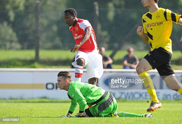 Kaylen Hinds scores Arsenal's 1st goal past Tim Siegmeyer of Dortmund during the UEFA Youth League Match between Borussia Dortmund and Arsenal at...