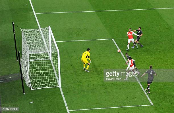 Kaylen Hinds scores Arsenal's 2nd goal past George Shamal of Liverpool during the match between Arsenal U18 and Liverpool U18 in the FA Youth Cup 6th...