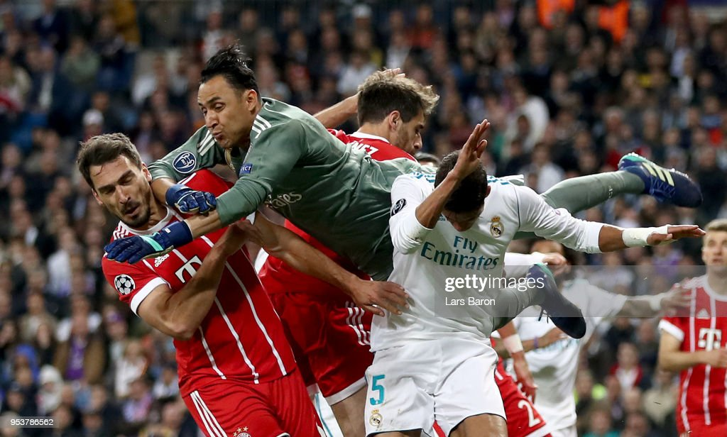 Kaylor Navas of Madrid in action with Mats Hummels of Muenchen during the UEFA Champions League Semi Final Second Leg match between Real Madrid and Bayern Muenchen at the Bernabeu on May 1, 2018 in Madrid, Spain.