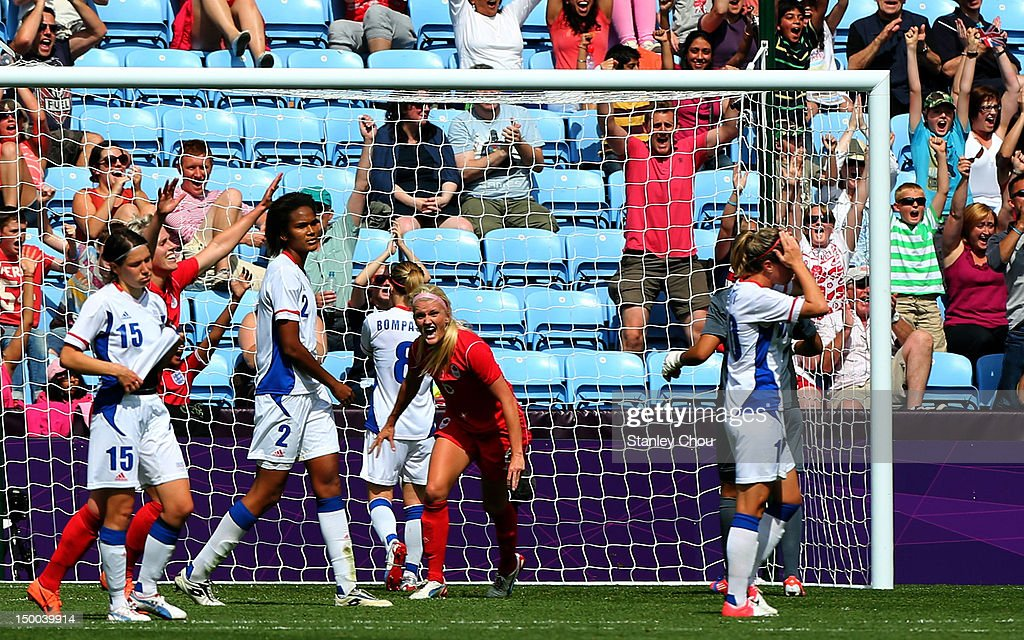 Olympics Day 13 - Women's Football 3/4 Play Off - Match 25 - Canada v France : News Photo