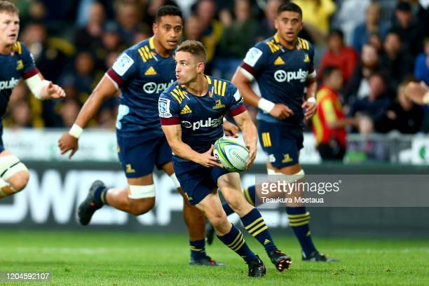 Kayne Hammington of the Highlanders looks to pass during the round 2 Super Rugby match between the Highlanders and the Sharks at Forsyth Barr Stadium...