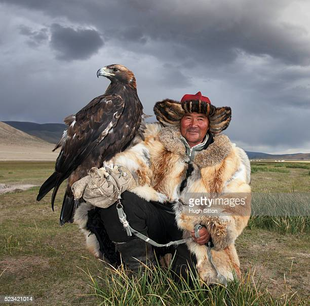kaza eagle hunter - hugh sitton bildbanksfoton och bilder