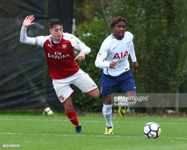 Kazaiah Sterling of Tottenham Hotspur beats Julio Pleguezuelo of Arsenal during Premier League 2 Div 1 match between Tottenham Hotspur Under 23s...