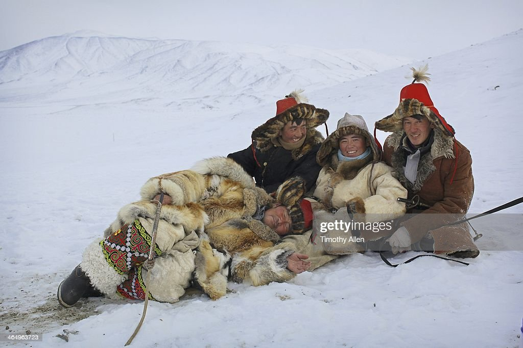 kazakh-golden-eagle-hunters-rest-in-snow