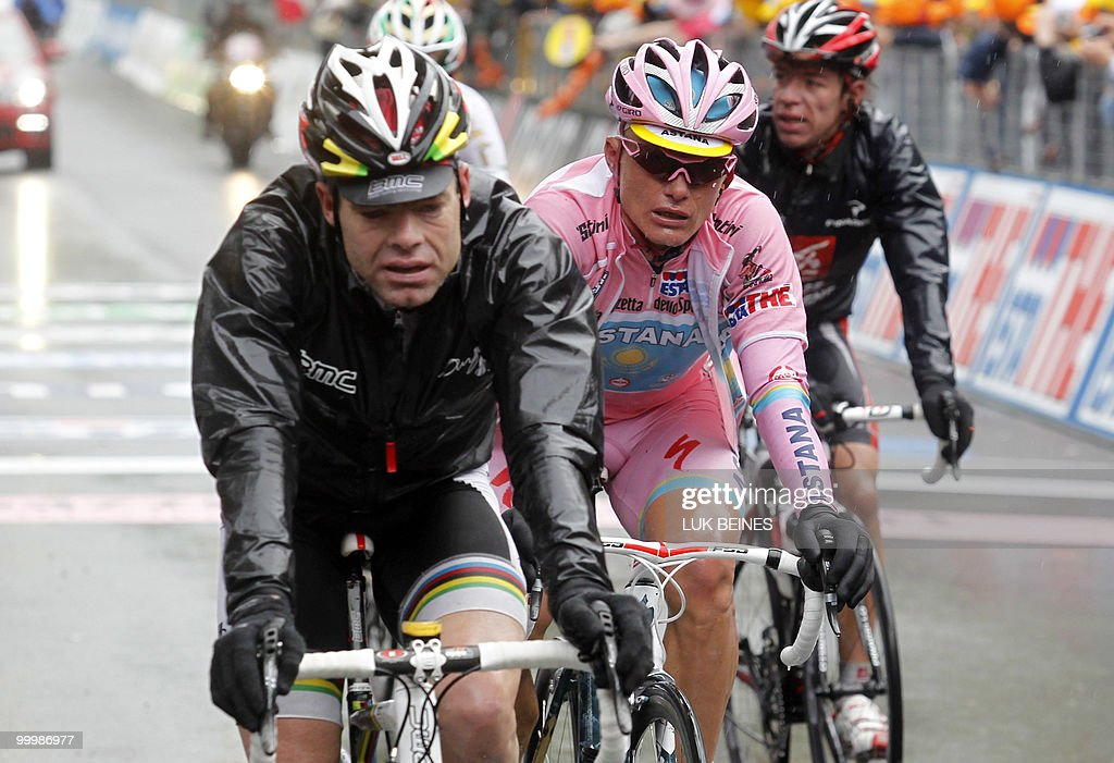 Kazakhstan's Alexandre Vinokourov (Astana) (C) and Australian Cadel Evans (BMC) cross the finish line of the11 st stage of the 93rd Giro d'Italia going from Lucera to L'Aquila on May 19, 2010 in L'Aquila. Australian Richie Porte (Saxo Bank) takes the lead of the race while Russia's Evgeny Petrov (Katusha) won the stage. AFP PHOTO/Luk Beines