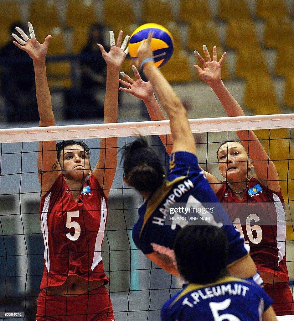 Kazakhstan's Olga Nassedkina (L) and Inn : News Photo