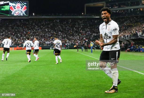 Kazin of Corinthians celebrates after scoring their first goal during the match between Corinthians and Avai for the Brasileirao Series A 2017 at...